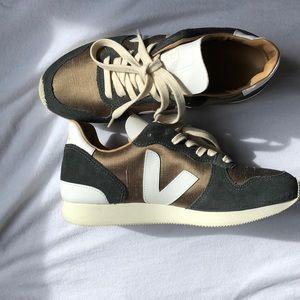 Veja shoes size 6